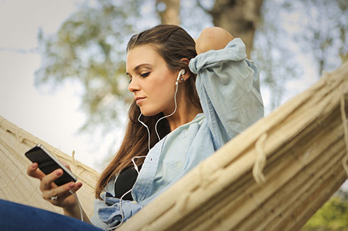 5 Great Benefits of Listening to Audiobooks
